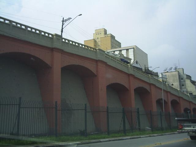 Monumentos de São Paulo Arcos do Jânio entre a Rua Jandaia e a Avenida Assembleia.