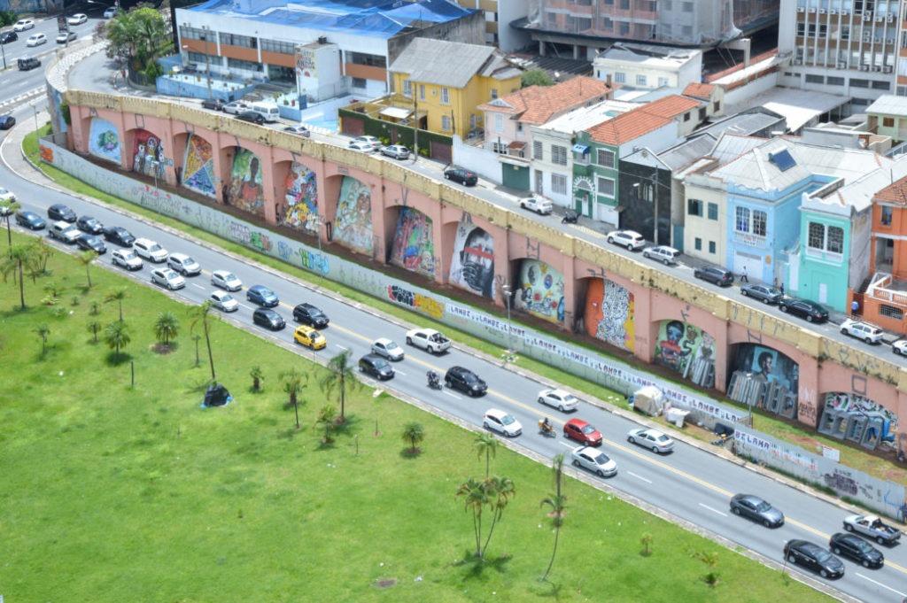 Arcos do Jânio após permissão para grafitagem concedida pelo prefeito Fernando Haddad.