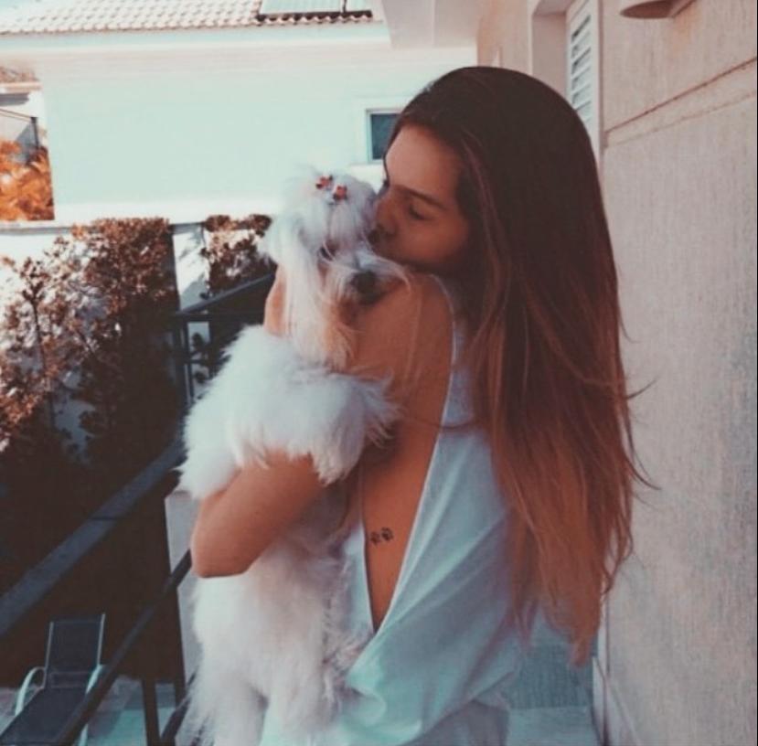 A estudante Débora Machado defende a adoção de animais