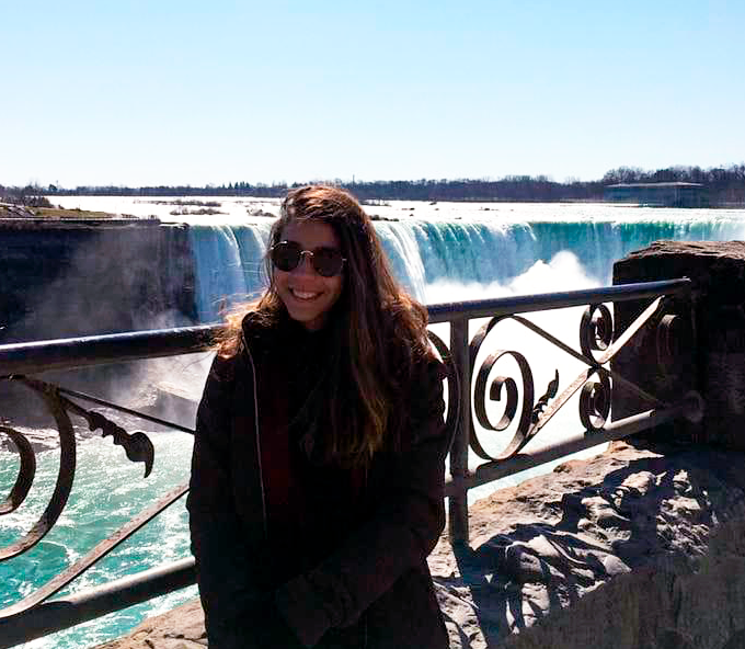 Mariana aproveitou o intercâmbio para conhecer as Cataratas do Niágara, no Canadá
